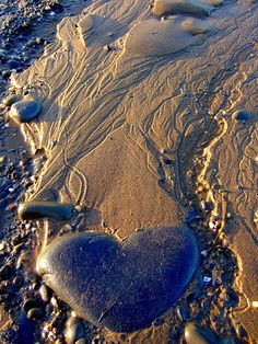 "Heart Strings by LISALUVZ, Aberarth, Wales. ""I didn't know what else to name this, it's a bit strange but I liked the shape the sea had made with the tide marks in the sand and then noticed the heart stone. Heart In Nature, All Nature, Heart Art, I Love Heart, Happy Heart, My Heart, Love Symbols, Felt Hearts, Strand"