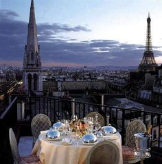 Fine dining on the terrace in Paris~