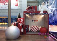 선물상자 Christmas Sewing, Christmas Minis, Christmas 2019, Christmas Lights, Christmas Crafts, Christmas Ornaments, Festival Decorations, Xmas Decorations, Christmas Store Displays