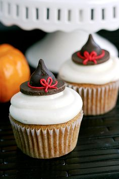 Pumpkin Cupcakes - Cupcake Daily Blog - Best Cupcake Recipes .. one happy bite at a time! Chocolate cupcake recipes, cupcakes