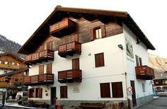 Get the Best Rates at http://www.lowestroomrates.com/avail/hotels/Italy/Livigno/Casa-Marianna.html?m=p   It is centrally located in Livigno, walking distance from Livigno - Tagliede Gondola and close to Mottolino Gondola. This ski apartment is within close proximity of Teola Pianoni Bassi Ski Lift and San Rocco Ski Lift.  #CasaMarianna #Livigno #SkiResortsItaly