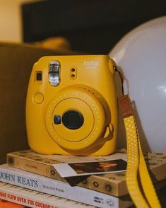 Yellow Aesthetic Pastel, Aesthetic Colors, Pastel Yellow, Shades Of Yellow, Aesthetic Vintage, Aesthetic Photo, Aesthetic Pictures, Aesthetic Grunge, Dandelion Color
