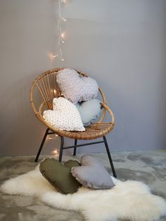 Coussin Coeur, Numéro want to have a shabby chic star corner as one of the decorating options for my windowseats. Baby Bedroom, Girls Bedroom, Heart Cushion, Heart Pillow, Deco Kids, Vintage Chairs, Chaise Vintage, Kids Decor, Home Decor