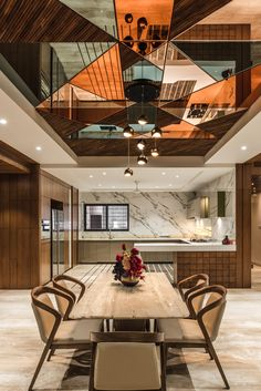 A Stylish and Urban Apartment Designed by DESIGN SCOPE - The Architects Diary : Beautiful Ceiling with mirror on dining area. Ceiling Design Living Room, False Ceiling Living Room, False Ceiling Design, Dining Room Design, Dining Decor, False Ceiling Ideas, Modern Ceiling Design, Beautiful Ceiling Designs, Kitchen Ceiling Design