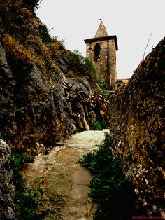"""~Gratteri, """"via Archeira"""" con il campanile della Madrice Vecchia Sicilia~   #TuscanyAgriturismoGiratola"""