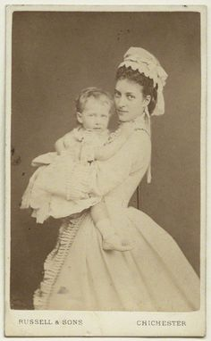 Alexandra of Denmark and her youngest daughter, princess Maud.