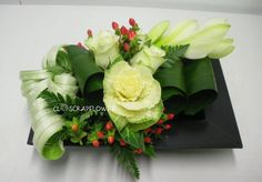 Art floral - Page 18 - Closcrapflower Contemporary Flower Arrangements, Tropical Flower Arrangements, Flower Arrangement Designs, Ikebana Flower Arrangement, Beautiful Flower Arrangements, Flower Vases, Flower Designs, Art Floral, Deco Floral