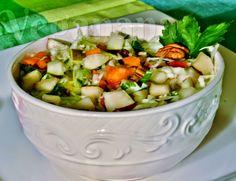 Deliciosa e crocante saladinha com  ingredientes nutritivos que fazem uma festa de cores e sabor. Uma inspiração para você criar a sua sala...