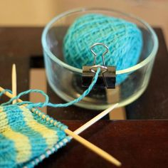 """thecheekyknitter: yarn """"minder"""" Is there anything binder clips can't do? This is genius. DIY yarn bowl from Pocket Pause. Knit Or Crochet, Crochet Crafts, Yarn Crafts, Crochet Stitches, Diy Crafts, Crochet Bowl, Crochet Hooks, Yarn Projects, Knitting Projects"""