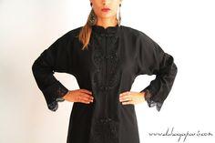 Mao Détails de cette Abaya : - Couleur : Noir - Provenance UAE  - Taille Unique  - 155 cm de longueur - Boutons pression - Col type mao et détails brodés type dentelle  #abaya #dress #kaftan #dubai #paris #wedding #mariage #style #fashion #hijab #look #love #qatar #qatari #shopping #tunic #hajibista #abayastyle #abayadesigner #abayaparis #fashionista #woman #abayadubai #france #muslim #caftan #details #beauty #oriental #arabic
