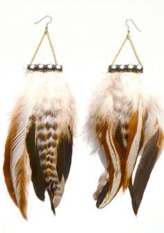 Cherokee Studded Feather Earrings par francisfrank sur Etsy, $25,00