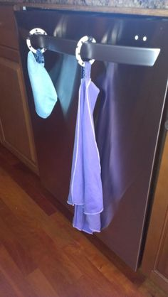 How I dry Norwex cloths. I needed to find a use for all of those toy rings that were laying around in the toy room.this is a GREAT idea! Norwex Biz, Norwex Cleaning, Speed Cleaning, Cleaning Hacks, Norwex Products, Cleaning Cloths, Cleaning Supplies, Norwex Cloths, Norwex Party