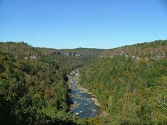 The Big South Fork National River & Recreation Area preserves the Big South Fork of the Cumberland River & its tributaries in southeastern Kentucky. In addition, the former mining community of Blue Heron is preserved & interpreted via signage. The Big South Fork region contains one of the highest concentrations of natural bridges in the eastern U.S. & the area is located in parts of Scott, Fentress, Pickett & Morgan counties in Tennessee & McCreary County in Kentucky.