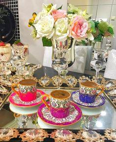 Este posibil ca imaginea să conţină: masă, floare şi interior Coffee Type, I Love Coffee, Coffee Break, My Coffee, Morning Coffee, Tea Cup Saucer, Tea Cups, Montreal Botanical Garden, Crystal Stemware