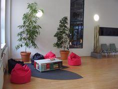 Oddychová zóna - stolík z kníh Relax