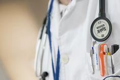 A párom fél évnyi kínlódásának a kalocsai kórház nyugdíjas sebész főorvosa vetett véget. Egy alattomos betegség: a sipoly.