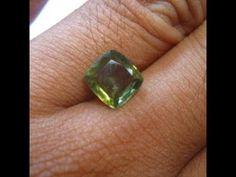 Batu Permata Zircon Alami Cushion Yellowish Green 2.96 Carat