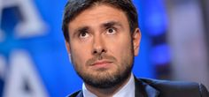 Di Battista: 'A Renzi non interessa nulla della scuola'