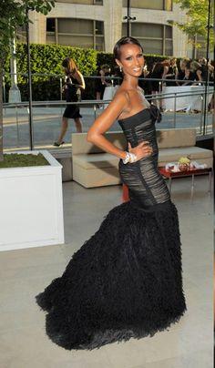 Iman- Trailblazer/Businesswoman! Love her! Beautiful Black Women, Amazing Women, Beautiful People, Love Fashion, Fashion Models, Man Fashion, Vintage Black Glamour, Curly, Thing 1