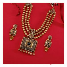 Good jewelry would be the ultimate example of sophistication and we have a great inventory of gold jewelry designs. Gold Wedding Jewelry, Gold Jewelry Simple, Bridal Jewelry, Bling Jewelry, Jewelery, Jewelry Accessories, Fashion Accessories, Indian Jewelry Sets, Gold Jewellery Design