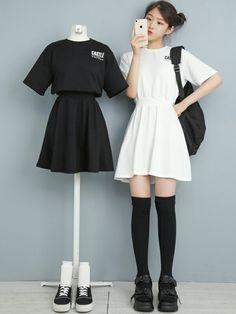 Kpop Fashion Outfits, Ulzzang Fashion, Korean Outfits, Cute Fashion, Look Fashion, Fashion Dresses, Cute Comfy Outfits, Simple Outfits, Pretty Outfits