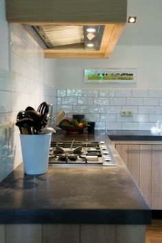 Keukenwerkblad beton in houten keuken | Betonkeuken