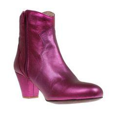 Stiefelette Claire Zeus; www.onyva.ch / #stylefashionboots #cowboyboots #boots #fashionboots #pink #spacecowboy #80s #80sfashion #stiefelette #shoes #disco #zurich #style #glam #glamrock #silver Glam Rock, Space Cowboy, Winter Shoes, Booty, Ankle, Pink, Fashion, Shoes Online, Moda