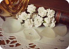 Omenapuun varjossa Vintage Roses, Table Decorations, Handmade, Home Decor, Hand Made, Decoration Home, Room Decor, Home Interior Design, Dinner Table Decorations