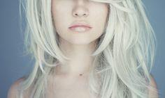 cabelos platinados quanto para as loiras em geral, que são as que mais sofrem em termos de ressecamento dos fios. Também vale se você tiver o cabelo quimica .