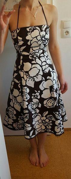 Braunes Kleid mit weißen Blumen Strapless Dress, Summer Dresses, Fashion, Classic Dresses, Brown Dress, White Flowers, Reach In Closet, Fashion Women, Get Tan