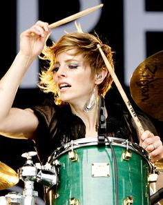 Gotta love another Elaine. Elaine Bradley, drummer and singer for Neon Trees. Girl Drummer, Female Drummer, Drums Girl, Mormon Faith, Trommler, Alternative Rock Bands, Alternative Songs, Rocker Chick, Drummers