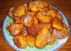 Vše řádně promícháme v těstíčko, které za pomocí pol.lžíce vkládáme do rozpáleného oleje a smažíme do zlata.Necháme okapat na ubrousku a... Russian Recipes, Pretzel Bites, Bread, Chicken, Ethnic Recipes, 35, Polish, Basket, Vitreous Enamel