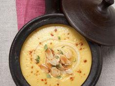 Probieren Sie die leckere Safran-Zwiebel-Suppe von EAT SMARTER oder eines unserer anderen gesunden Rezepte!