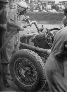Tazio Nuvolarri re-fueling his car himself