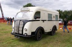 Morris Commercial Cars BUSES & AMBULANCES TAXIS & VAN's Morris Commercial Cars Limited was a British manufacturer of commercial vehicles formed by William Morris, founder of Morris Mo… Vintage Vans, Vintage Trucks, Ice Cream Van, Old Commercials, Cars Uk, Classic Trucks, Classic Cars, Emergency Vehicles, Commercial Vehicle
