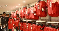 Manchester United To Launch Exclusive Stores Across India Manchester United Connaught Place Shopping Centre New Delhi Delhi India Stock Manchester United Store Mumbai Soccer Store Manchester Manchester United Apparels Dlf Place Saket Delhi Ncr Manchester United Lowers Ipo Price Below Range United Home Kit 17 18 Found On Sale At A Store In India A Indian Sales Attendant Arranges Official Manchester United Online Store To Buy Manchester United F C Flag Es In India Apollo Tyres Becomes Second… Manchester United Football Kit, Manchester Oxford Road, Manchester United Official, Manchester United Training, Nfl Store, Soccer Store, Delhi Ncr, Delhi India, Mens Designer Tracksuits