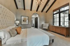 I'm a Bed 4 U - Britney Spears Is Selling Her $9 Million Dollar Home for a 21-Acre Estate - Photos