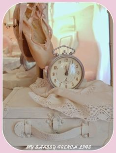 MY SHABBY FRENCH LIFE : EN ATTENDANT CENDRILLON... Tic Tac, Decoration, Michael Kors Watch, Upcycle, Interior Decorating, Shabby Chic, Ballet, French, Vintage
