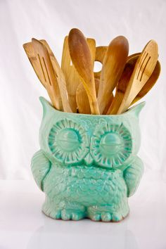 Ceramic owl planter in Mint.