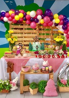 Resultado de imagem para masha and the bear birthday decorations 2nd Birthday Party Themes, Picnic Birthday, Bear Birthday, It's Your Birthday, Balloon Decorations, Birthday Decorations, Marsha And The Bear, Bear Decor, Bear Party
