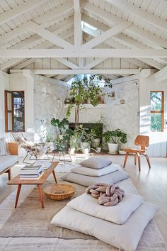 Cozy space! BL  an inspired, neutral living space