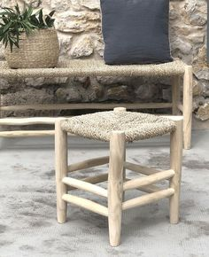 Un tabouret en bois bohème dans ma déco | Shake My Blog Interior Styling, Interior Design, Unusual Furniture, Deco Boheme, Vanity Bench, Shake, Table, Blog, Home Decor