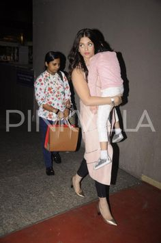 Papped! Aishwarya Rai Bachchan spotted with a sleeping Aaradhya at the airport | PINKVILLA