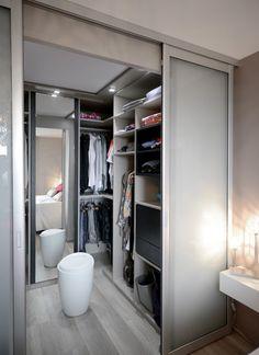 Une chambre avec une salle de bain ou un dressing : conseils pour ...