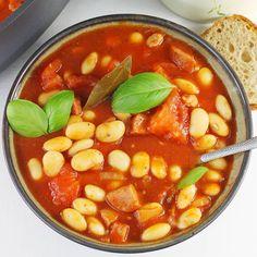 Fasolka po bretońsku | AniaGotuje.pl Polish Recipes, Polish Food, Kielbasa, Italian Cooking, Chana Masala, Thai Red Curry, Nom Nom, Eat, Ethnic Recipes