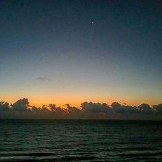 El último cuerpo celeste en el cielo de Cancún antes del amanecer  #sunset #sunrise #sun #sunsetporn #pretty #beautiful #red #orange #pink #sky #skyporn #cloudporn #nature #clouds #horizon #photooftheday #instagood #primeshots #gorgeous #warm #view #night #sunrays #morning #silhouette #instasky #all_sunsets #ig_mexico #loves_mexico
