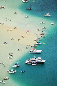 Kaneohe Bay, Hawaii | Ready for adventure |  incredible-pictures.com #ocean #beach #boats