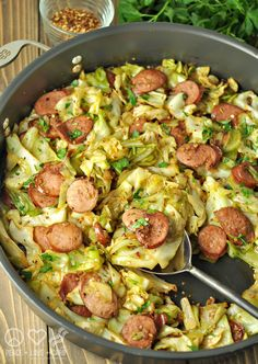 Fried Cabbage with Kielbasa – Low Carb, Gluten Free Looking for a paleo approved kielbasa? Check out Pederson Natural Farms) - Fried Cabbage with Kielbasa - Low Carb and Gluten Free Receitas Crockpot, Cena Keto, Comida Keto, Clean Eating, Healthy Eating, Easy Weeknight Dinners, Low Gi Dinners, Cooking Recipes, Vegetarian Recipes