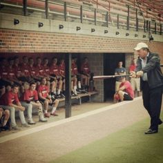 #tbt: Hall of Famer Johnny Bench giving UC Baseball players some pointers in 2012. @redsbaseball opening day is 4 days away! @gobearcats