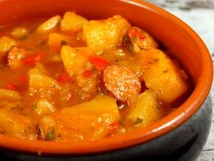 Tocanita de cartofi: A fairly easy stew of onion and potatoes and peppers. However, I used a can of tomatoes not just water when adding liquid. Real Food Recipes, Vegetarian Recipes, Cooking Recipes, Healthy Recipes, European Dishes, European Cuisine, Romanian Food, Romanian Recipes, Stewed Potatoes